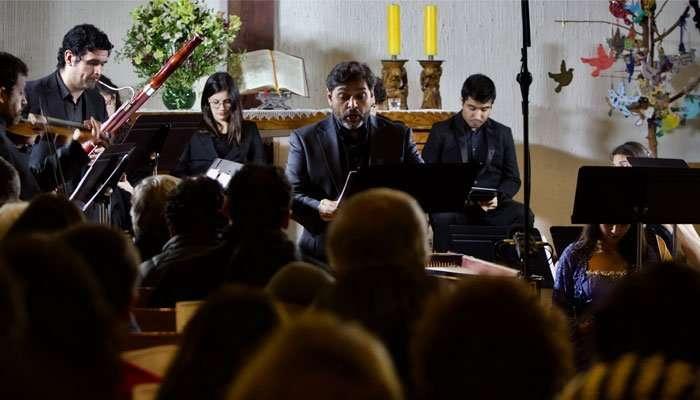 El barítono Patricio Sabaté, profesor IMUC, en el concierto del ciclo Bach-Santiago que se realizó el 2 de junio de 2019. Foto: Carlos Arriagada.